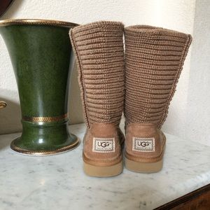 UGG Cardy Boots. Cardigan. Size 8. Wheat.